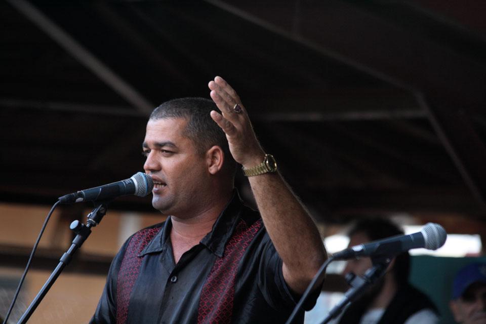 Luis Quintana - con Hèctor Gutièrrez i due improvvisatori cubani terrano uno spettacolo al Festival di Internazionale a Ferrara