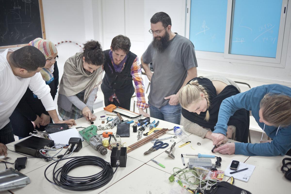 Workshop sulla progettazione e produzione di radio trasmettitori - foto di Andrea Galli